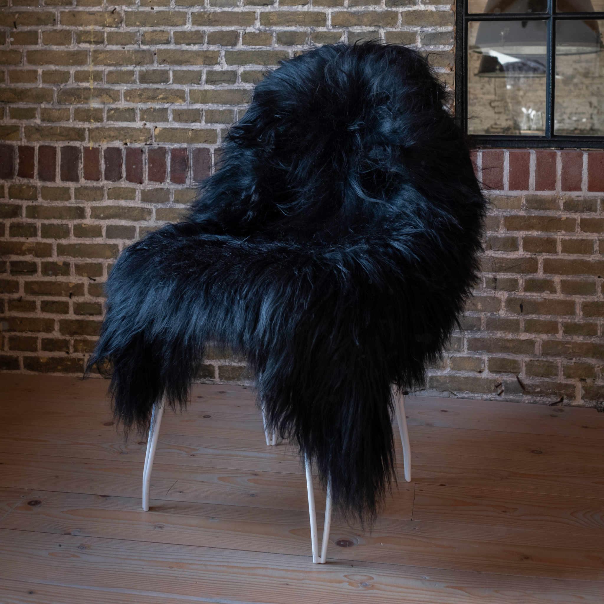 testVan Buren Schapenvacht zwart IJslands met extra lange haren