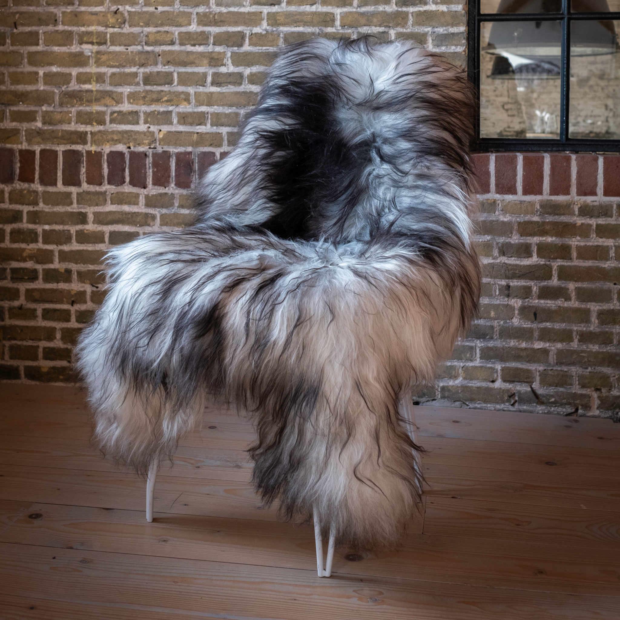 testVan Buren Schapenvacht natuurlijk grijs IJslands met extra lange haren