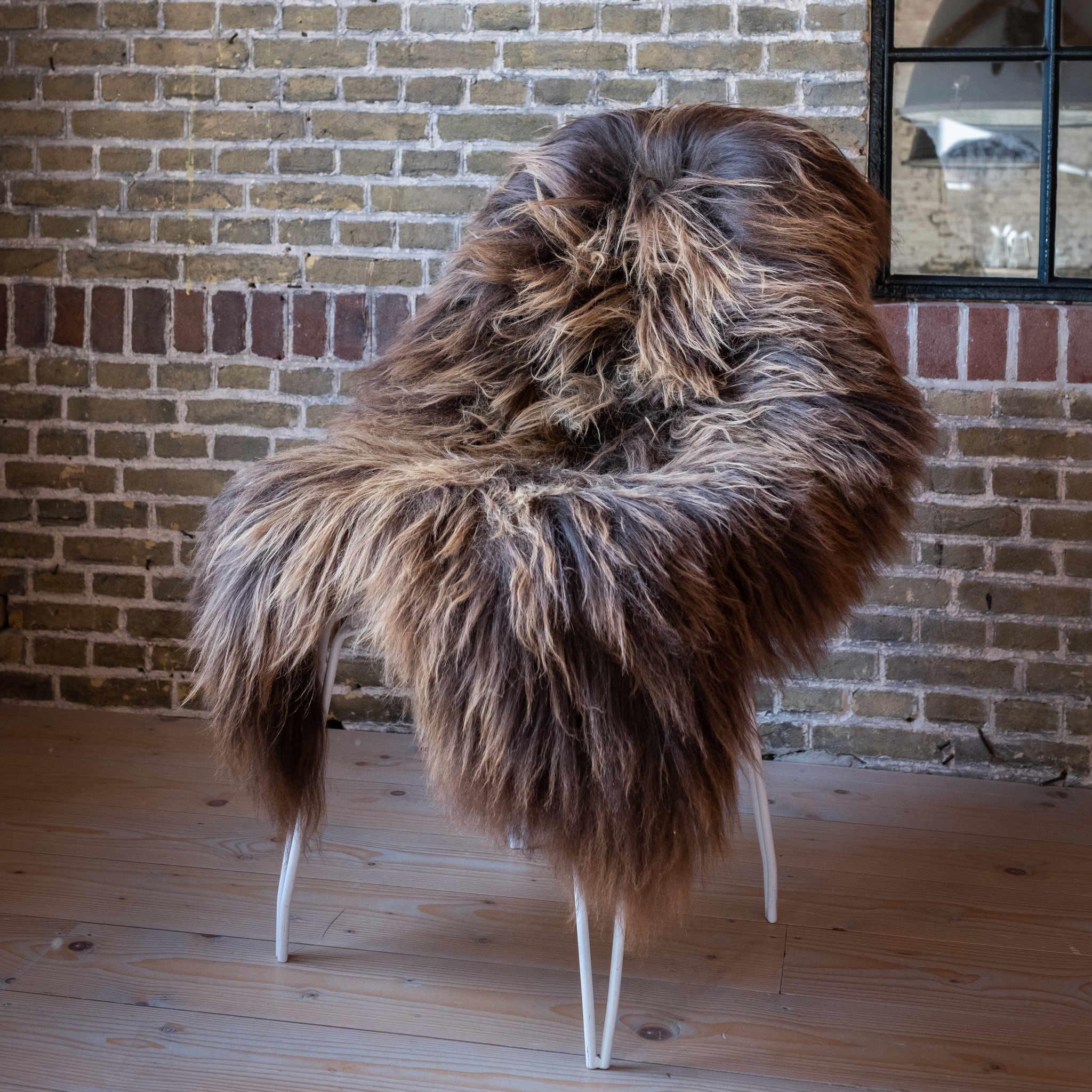 testVan Buren Schapenvacht natuurlijk bruin IJslands met extra lange haren