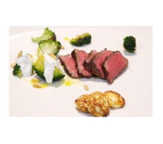 Aardappelpoffertjes met kruidenroomkaas en five-spice beef