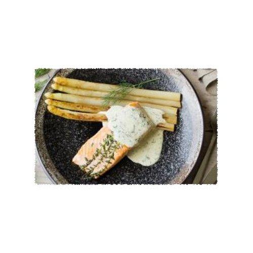 Gerookte zalm met gebakken asperges en mousselinesaus met dille