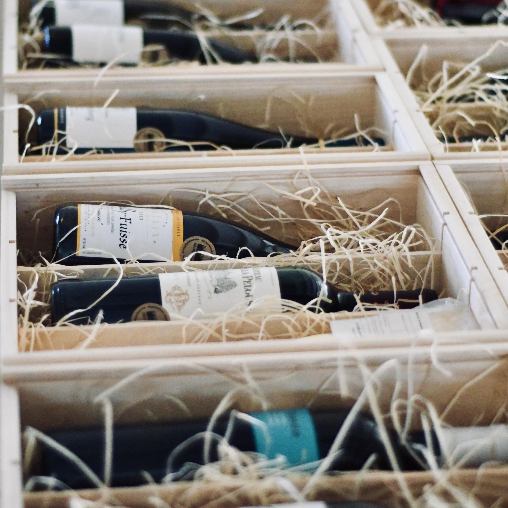 Wijncadeaus waarover wordt nagepraat - Wijn is een cadeau. Mooi om te krijgen, nóg mooier om te geven. Zeker als je wijnen zo uitkiest dat ze perfect passen bij de ontvanger. Of aanvult met lekkernijen afgestemd op zijn of haar wensen en smaak - of karakter zelfs. Kortom, maximaal maatwerk. Dat kan.