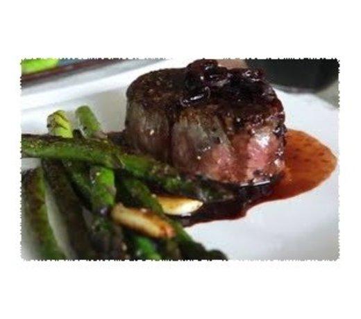 Biefstuk of tournedos met gebakken sjalotten en rode wijn saus
