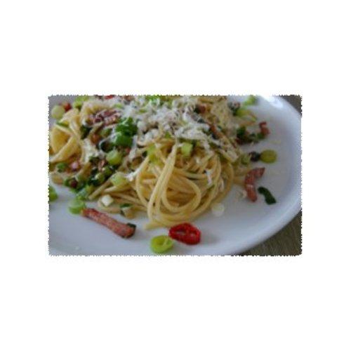 Spaghetti al lardo met lente ui en een pepertje