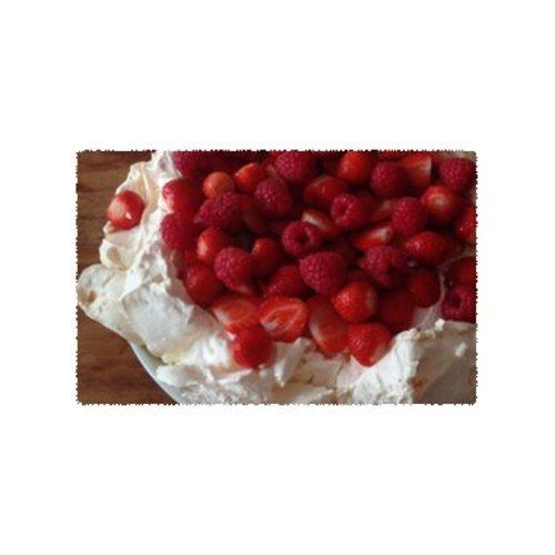Pavlova met slagroom en roodfruit