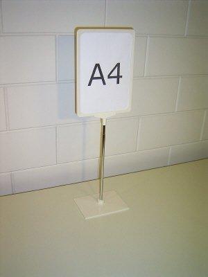 Standaard A4 wit met verstelbare buis en voet kunststof<br /> dit is voor ons een samengesteld artikelnummer uit 4 andere artikelnummers