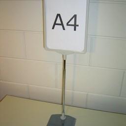 Standaard A4 grijs compl. voet metaal