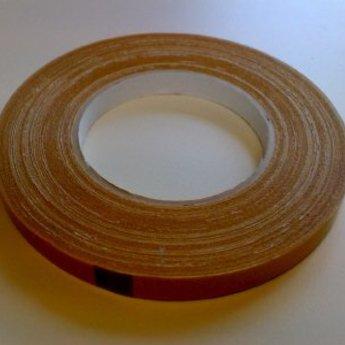 Dubbelzijdige linnen tape 12mm x 25 m, niet permanent klevend, geschikt voor podia en beurzen.