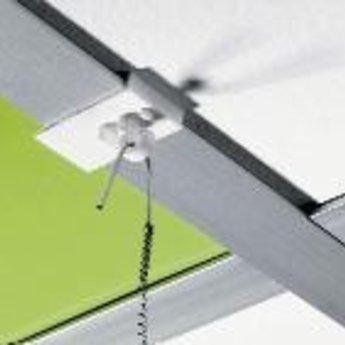 Systeemplafondklem kunststof breed. Plafondklem met haak, brede uitvoering. Afmeting 19x30 mm.Lengte haak buitenzijde is 1 cm, radius van de binnenzijde 3mm. Prijs per 100 stuks. Alternatief artikelnummer  13006250.