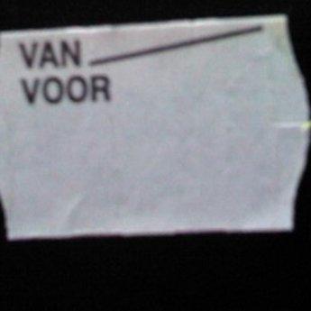 Etiket 2616 golfrand wit afneembaar bedrukt >> Van Voor <<  39.600 etiketten. ( 36 rollen