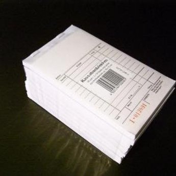 Bonboekje / kassablok neutraal  10x15 cm. Prijs per stuk, echter te bestellen per 10 stuks. 2 x 50 pagina's per blokje. Nummering 1-50. Compleet met doorslag. Boekjes zijn per 10 stuks in wikkel verpakt. Papier is wit eco 48,8 gr/m