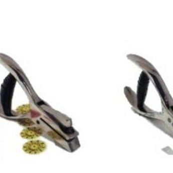 Kontroletang met speciaal teken. (gaatjesknipper) Vorm gaatje, driehoekig, hoogte ca. 3mm.