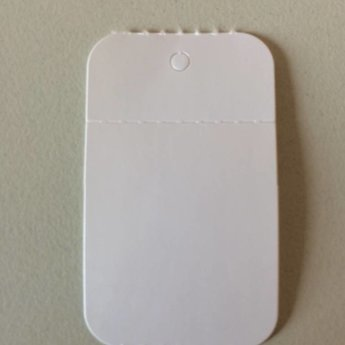 Hangetiket op rol 30x50 mm blanco onbedrukt 1000 per rol, wel ponsgaatje, en wel perforatie in kaartje