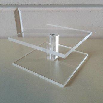 Acryl-schoenstandaard / zuiltje 10x10cm hoog  50mm.<br /> Geproduceerd in Duitsland / Made in Germany.