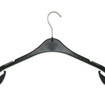 Hanger zwart T43 , breedte 43cm met 2 rokinkepingen, dikte 8mm, doosinhoud 300 stuks.De T hanger is een populaire en multifunctionele kledinghanger geschikt voor blouses, topjes en zelfs jurken. De kleerhanger is voorzien van inkepingen om een kledingstu