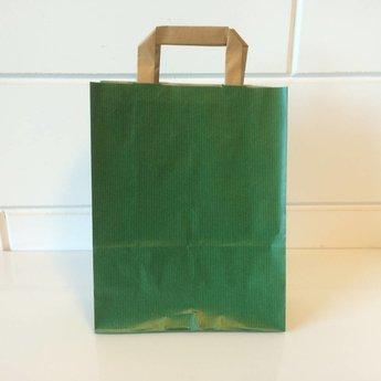 Draagtassen kraft groen, gelijnd papier afmeting breed 22cm x hoog 28cm, inslag 2x 5,5cm. 22/11x28 - 250 stuks - 80 grams