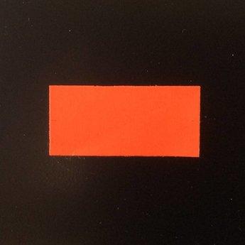 Etiket 26x12 rechthoek fluor rood permanent 2slit  54.000 etiketten.  (36 rollen