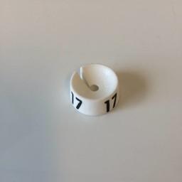 MB wit/zwart  17 voor op kledinghanger