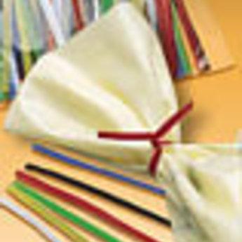 Apli Apli.nr. 00555  Planoclipzaksluiting lengte 100 mm diverse kleuren assorti, materiaal papier met metaaldraad, verpakking met 100 stuks. Breedte 3mm.