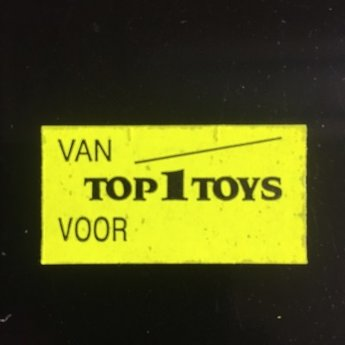 Etiket 37x19 fluor geel afneembaar bedrukt in zwart:  TOP 1 TOYS Van Voor  -  25 Rollen per doos
