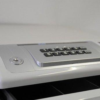 Geldlade met pincode opening, 4munt-4papier - bxhxd 35,4x41,8x16,5 cm 3SM auto cash box ND-350 Geldlade die alleen te openen is met een PIN code. Eenvoudig in gebruik. Na het invoeren van de PIN code kan de lade met de zwarte knop geopend worden. Na het s