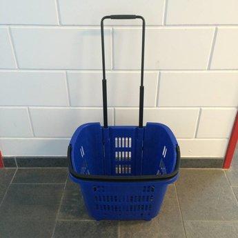 Winkelmand >Shop en Roll< op rubberen wielen blauw  Ral 5005 / pantone 287C, met uitschuifbaar handgreep van aluminium, hoogte 90cm. Afmeting bxlxh 353x465x404 mm. Inhoud 34 liter. Maximaal te beladen om te rollen 25 kg, om te dragen 15 kg.<br /> Prijs per stuk