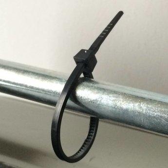 Cable-ties 140x3.6 zwart nylon-66 verpakt per 100st  maximale bundeldiameter  30mm, maximum gewicht 18.2 kg. Bundelbandjes, kabelbandjes.