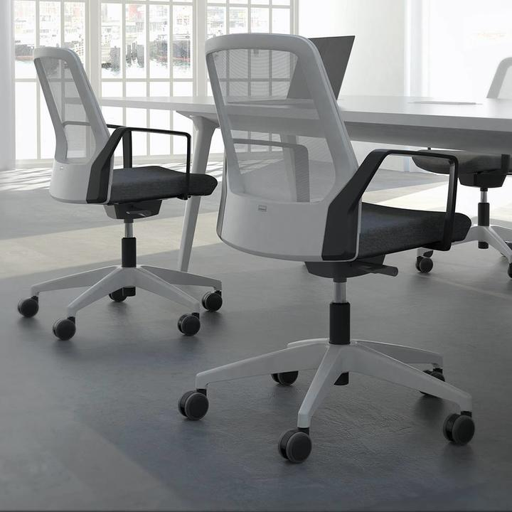 Interstuhl BUDDYis3 | Office chair | Netweave