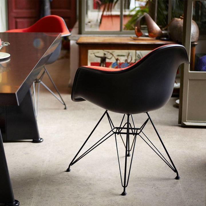 Vitra Eames Plastic Armchair DAR | Volledig bekleed ...