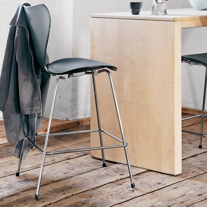 Fritz Hansen Series 7 | 3187 | Vlinderstoel counter | Voorzijde bekleed | Fineer
