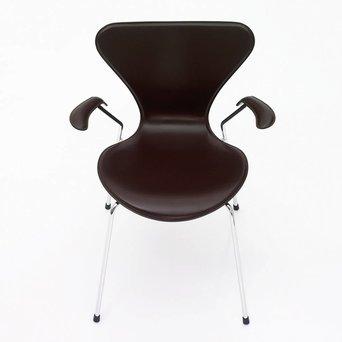 Fritz Hansen Fritz Hansen Series 7 | 3207 | Full upholstery