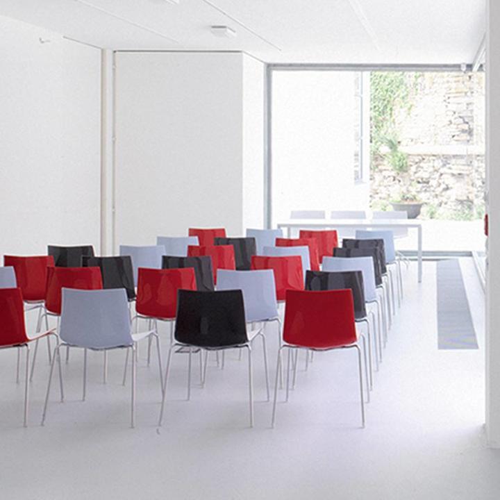 Arper Catifa 46 | Four-legged steel | Plastic seat shell