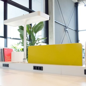 Vitra OUTLET | Vitra Joyn | Central screen | W 96 x H 33 cm | Yellow / pastel green plano
