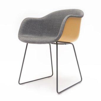 Muuto OUTLET | Muuto Fiber Armchair | Ochre plastic | Grey remix 152