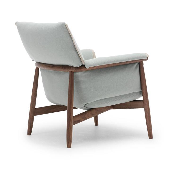 Carl Hansen & Son E015 | Embrace Lounge Chair