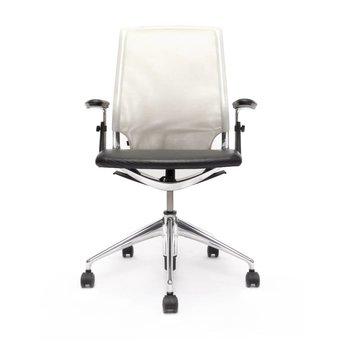 Vitra Refurbished Vitra Meda Chair | Wit | Zwart | Gepolijst aluminium
