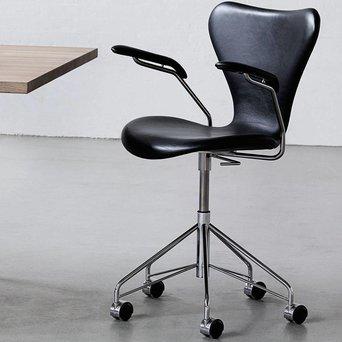 Fritz Hansen Fritz Hansen Series 7 | 3217 | Front upholstery | Coloured ash