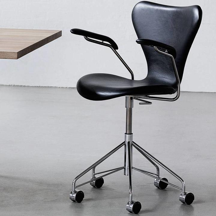Fritz Hansen Series 7   3217   Front upholstery   Coloured ash