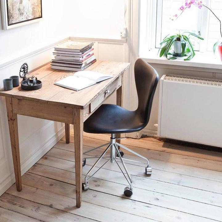 Fritz Hansen Series 7 | 3117 | Full upholstery