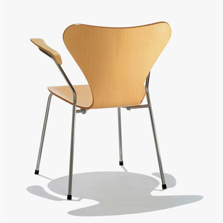 Fritz Hansen Series 7 | 3207 | Esche gefärbt
