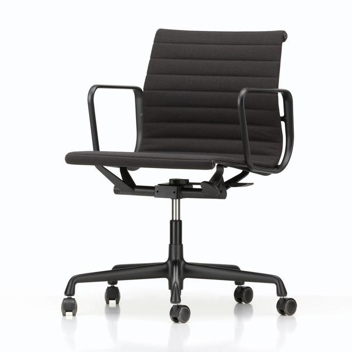 Eames Bureaustoel Vitra.Vitra Aluminium Chairs Ea 117 Ea 118 Ea 119 Bureaustoelen