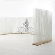 OUTLET | Extremis Sticks | Breed gebogen | Naturel hout | Wit kunststof | H 212 cm