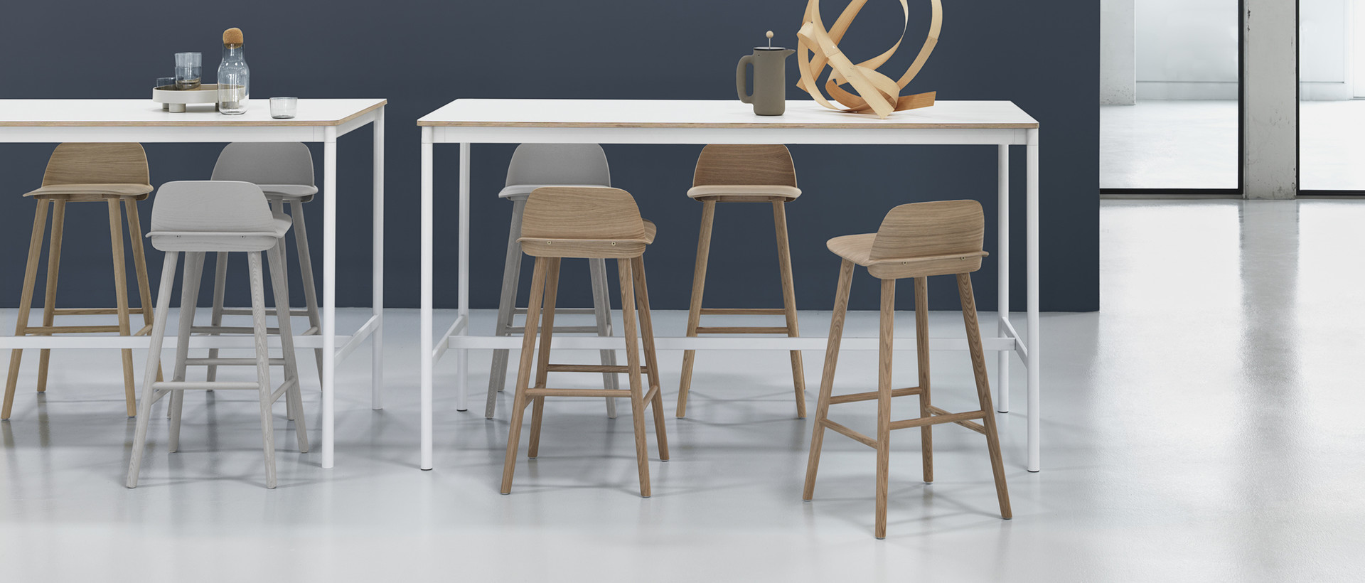 Bar tables and standing tables