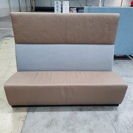 Workbrands RWC | Bank grijs gestoffeerd | Lichtbruin leder | Houten frame