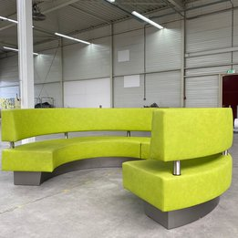 Workbrands RWC   Ronde bank   Groen leder   Houten frame