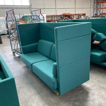 De Vorm RWC   De Vorm Arnhem sofa   Turquoise gestoffeerd   4-poots hout