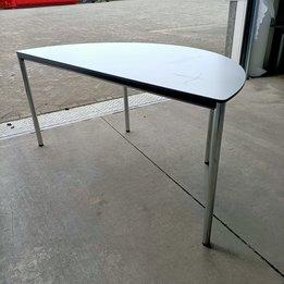 Workbrands RWC   Halfronde tafel   Kunststof tafelblad   Staal frame   B 160 x D 80 x H 76 cm