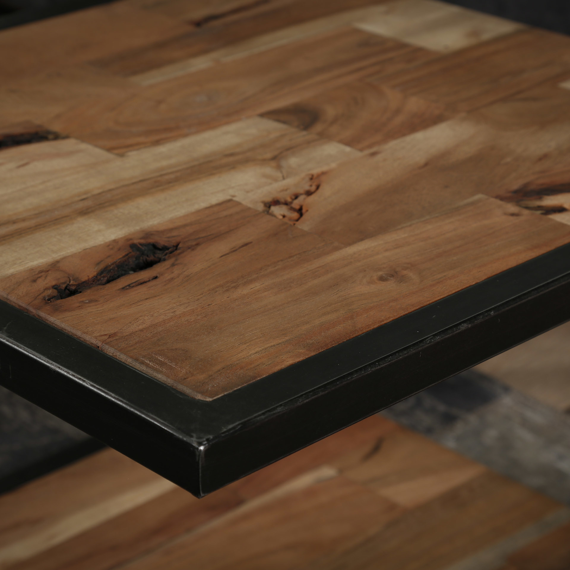 Duverger Industry Sandblast - Salontafel - 2 acacia bladen - gezandstraald - metalen frame - U-vorm - 50x50cm