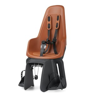 Bobike Maxi One Chocolate Brown drager bev Achterstoeltje