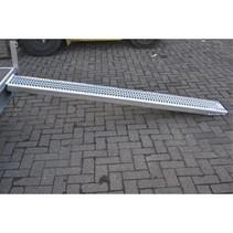 Oprijplaat - staal - 1100 kg (244x30x7,5 cm)